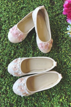 Flower Girl Shoes with three Flowers